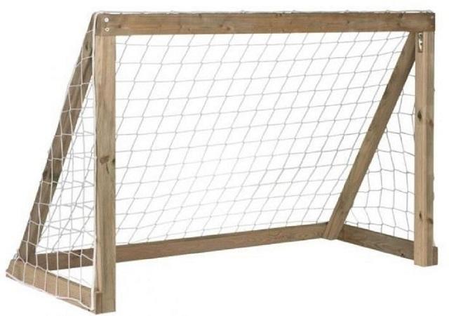 хоккейные ворота из деревянных брусков